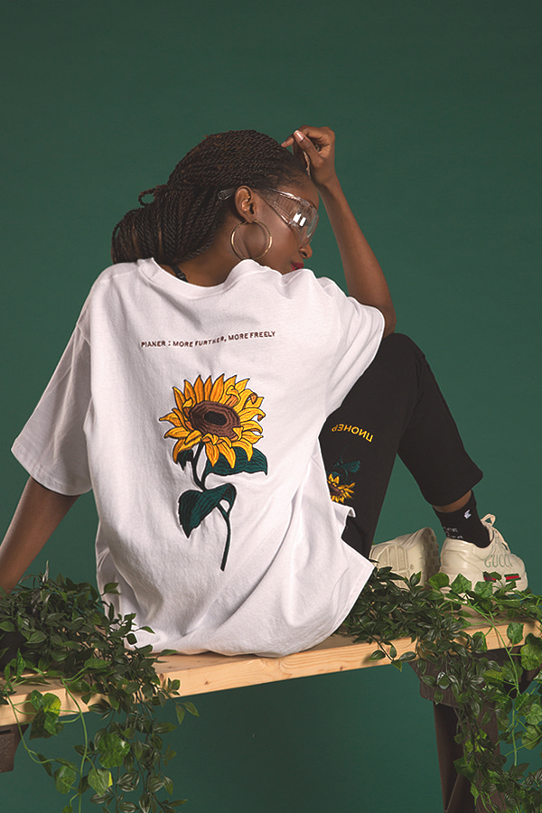sunflower embroidery white t-shirt