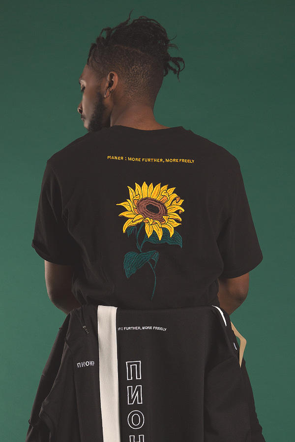 sunflower embroidery black t-shirt