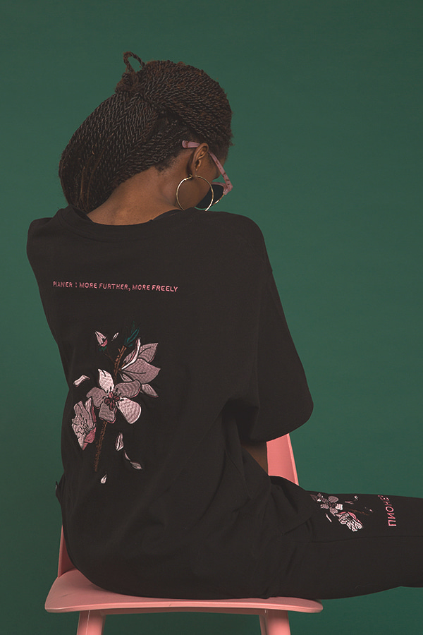 cherry blossom embroidery black t-shirt